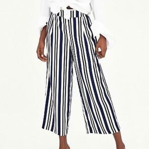 Zara Navy blue & white striped capris sz S